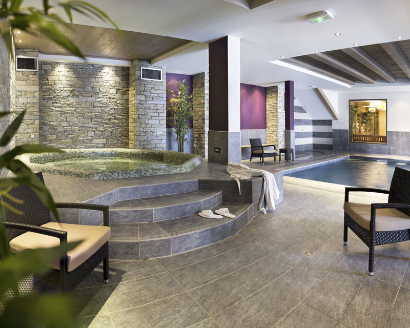 spa forme libre carrelé